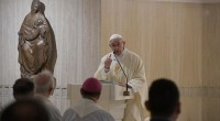 Papa critica doença do consumismo e incentiva generosidade material